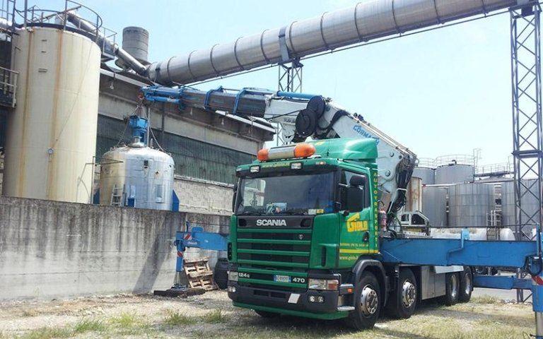 Posizionamento silos con gru