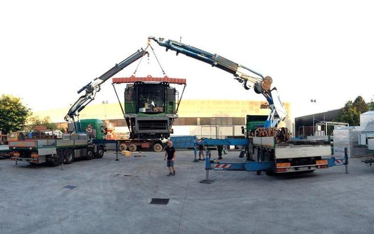 Posizionamento macchinari industriali con gru