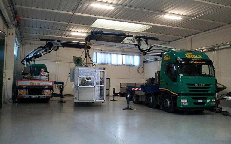 Posizionamento macchinario per industria con gru