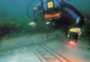 sub in fondo al mare