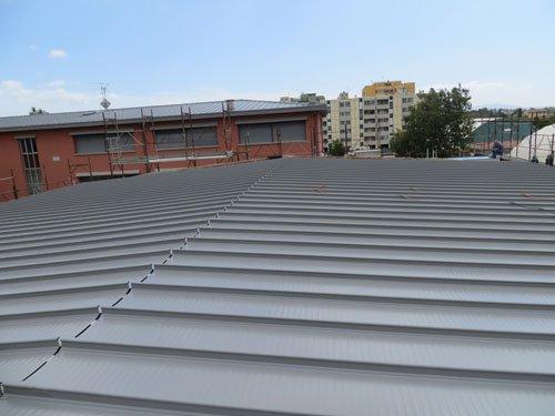 tetto in metallo di uno stabilimento