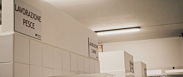 Cucina di CDS Onlus divisa in diversi parti secondo la lavorazione ad Altamura