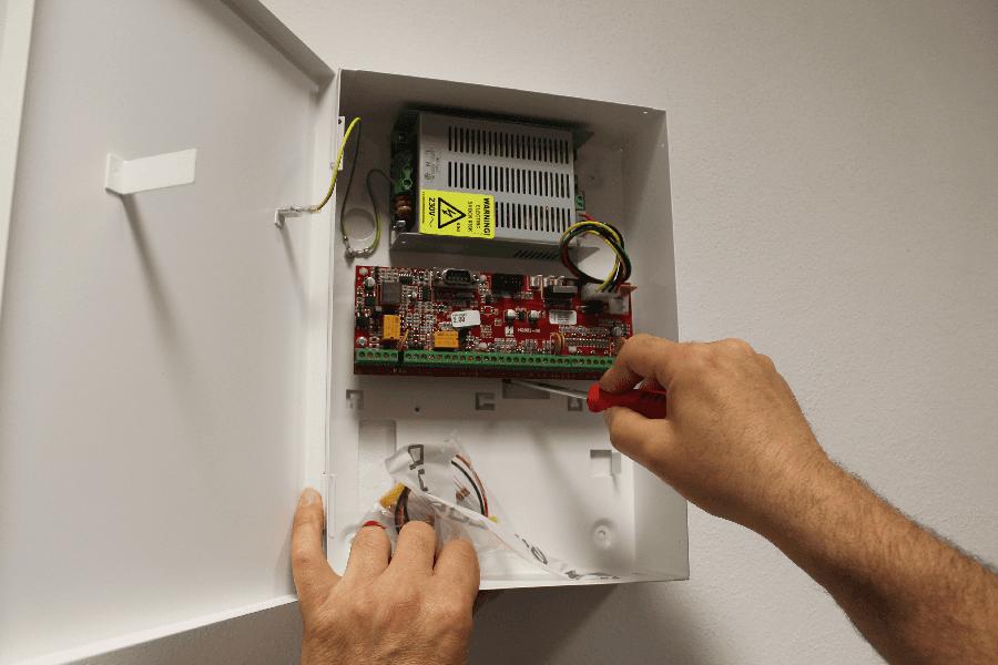 centralina impianto allarme