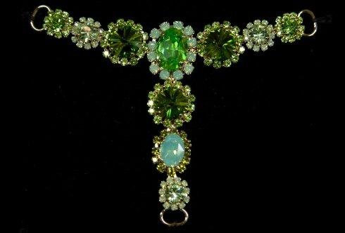 gioiello con pietre verdi