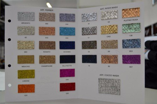 degli esempi di colore esposti su un pannello