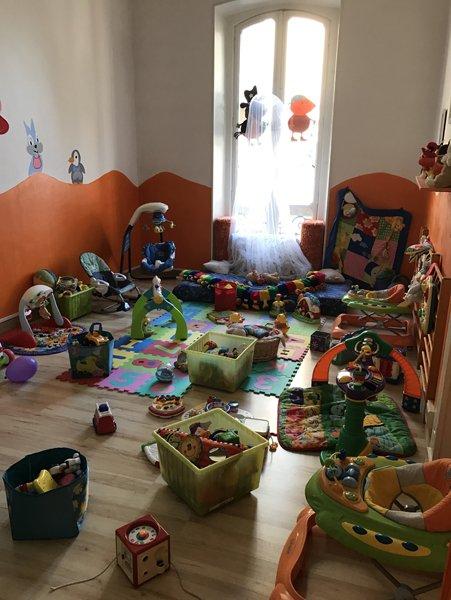 cameretta per bambini con giochi