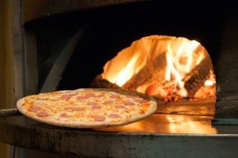 La pizza con i wurstel.