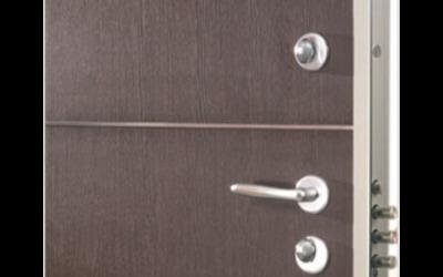Porta di sicurezza con profili in metallo