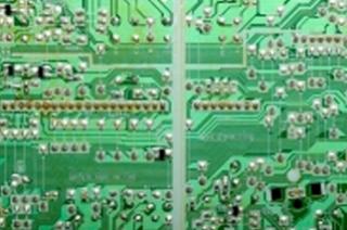 circuiti con componenti through hole oppure SMD