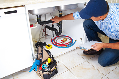 Plumber doing sewer cleaning in Lincoln, NE