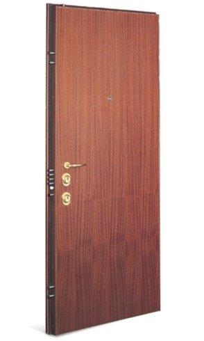 una porta blindata di color marrone