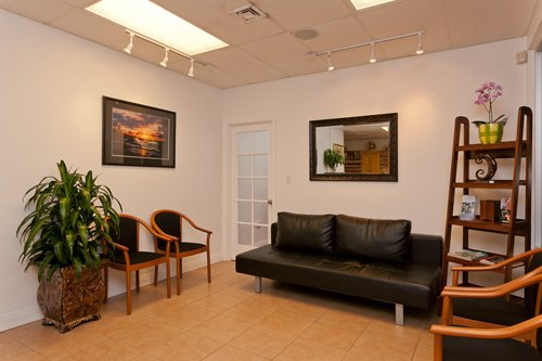 A dentist who provides general dentistry in Pearl City, HI