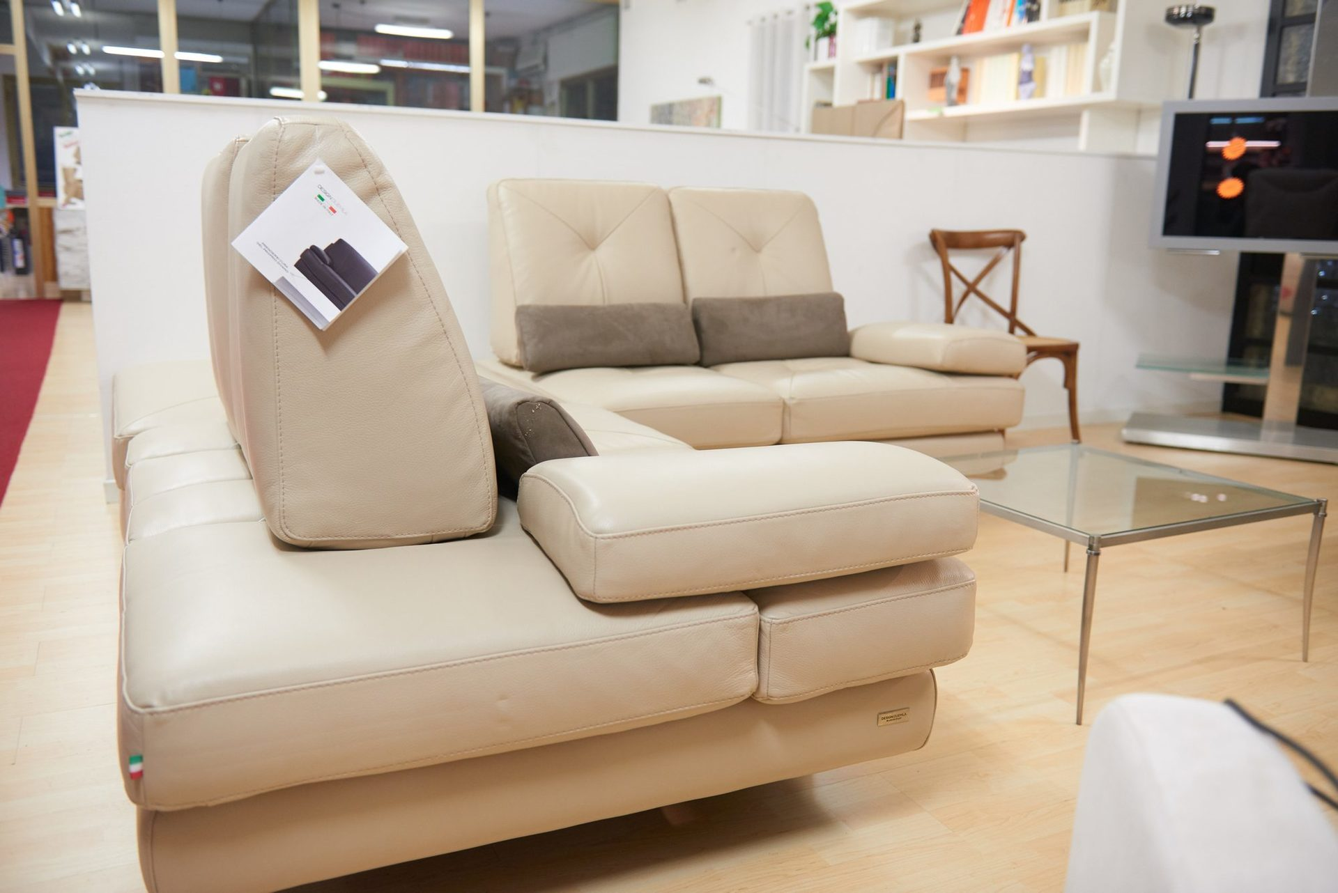 Divani e poltrone perugia pietrafitta mobili marchesini for Mobili e arredi bilancio