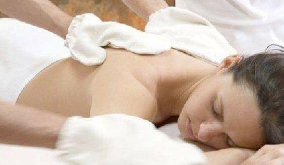 massaggio con la seta