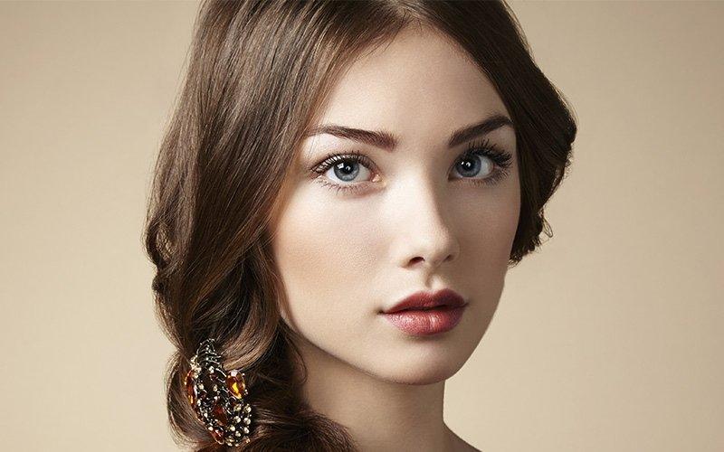 taglio donna con capelli lunghi