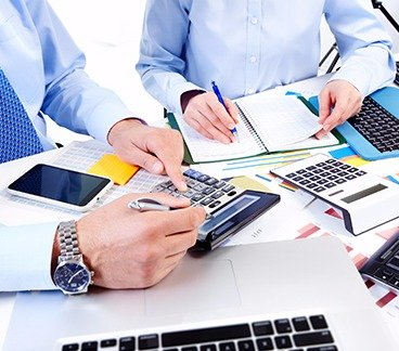 Accountants discussing about business accounts in Texarkana, TX
