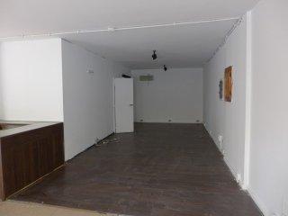 sala di un locale commerciale non arredata