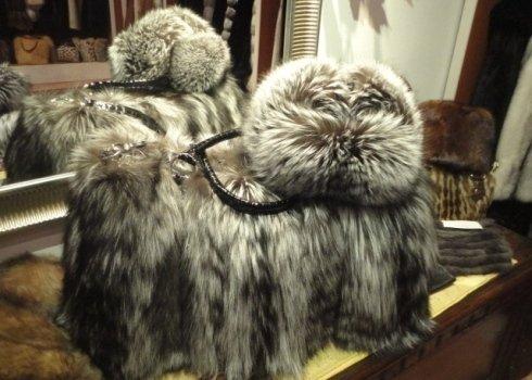 borsa in pelle e pelliccia
