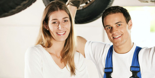 car accident repairs mechanic and happy customer in Chillicothe, OH