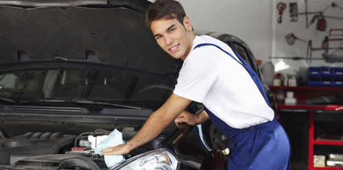 smiling car accident repairs expert in Chillicothe, OH