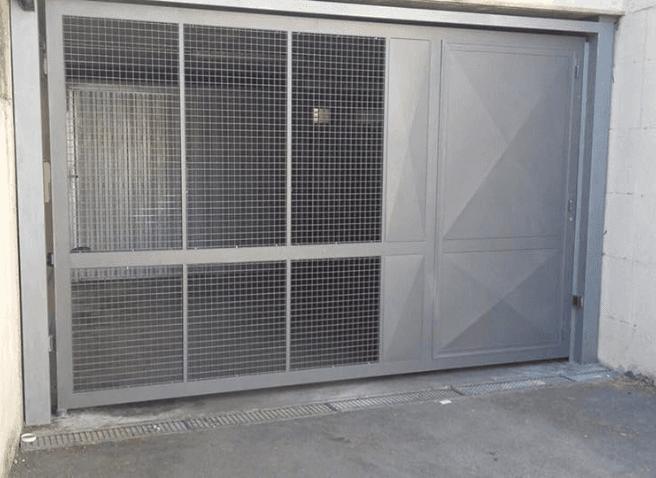 Cancello in lamiera e grigliato