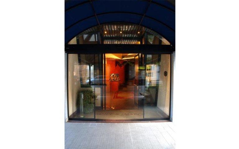 porta scorrevole per ingresso a edificio