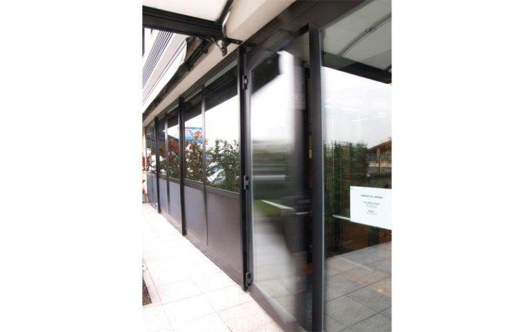 ingresso secondario con te3cnologia a porta scorrevole