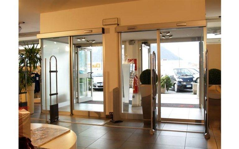 sistema di doppia porta scorrevole