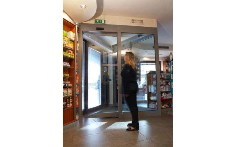porta scorrevole di sicurezza per negozio