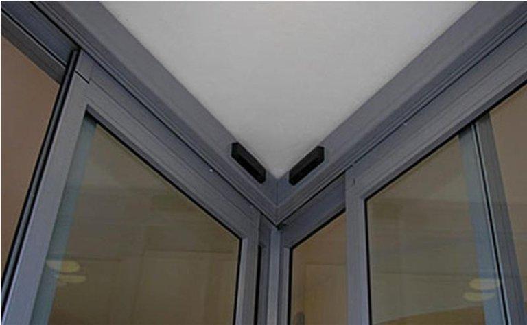 porta scorrevole con fotocellule angolari