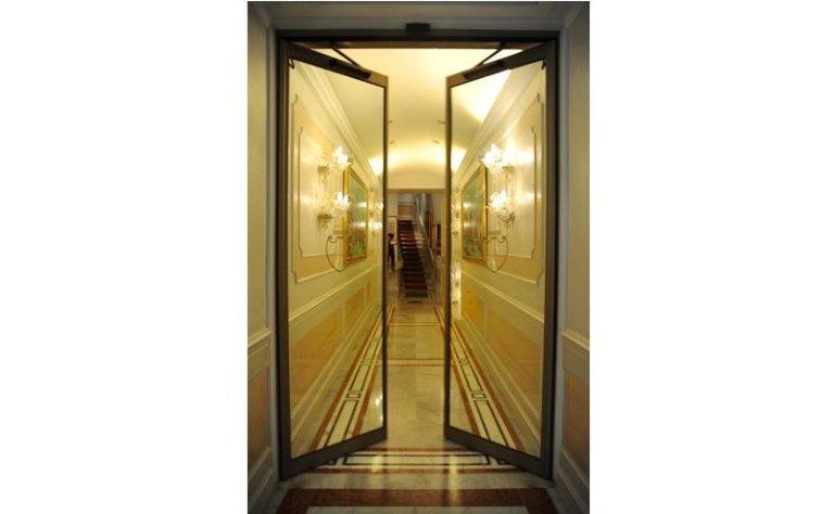 porta automatica per albergo a doppia apertura