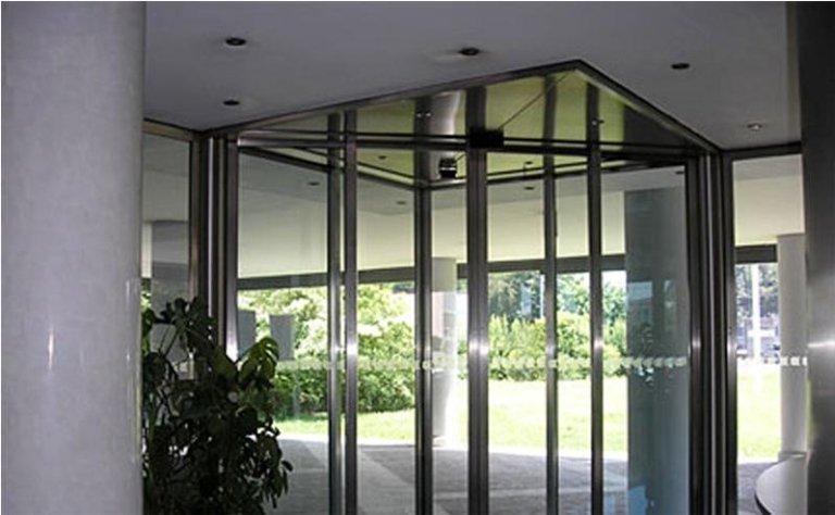porta automatica a doppia apertura per ingressi angolari