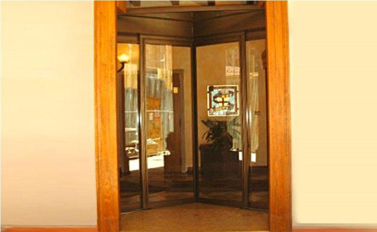 porta automatica ad apertura angolare