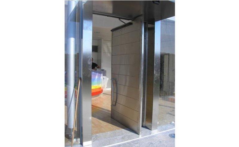 porta automatica ad apertura singola con maniglia