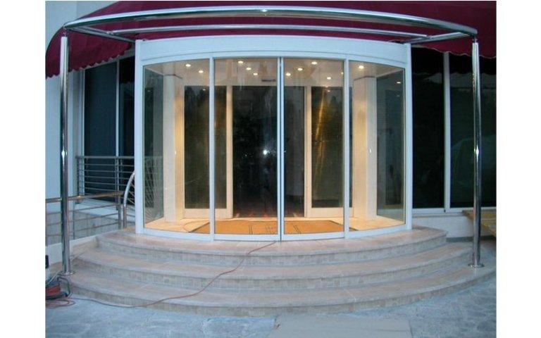 porta curva a doppio ingresso semicircolare