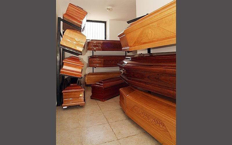 esposizione bare legno