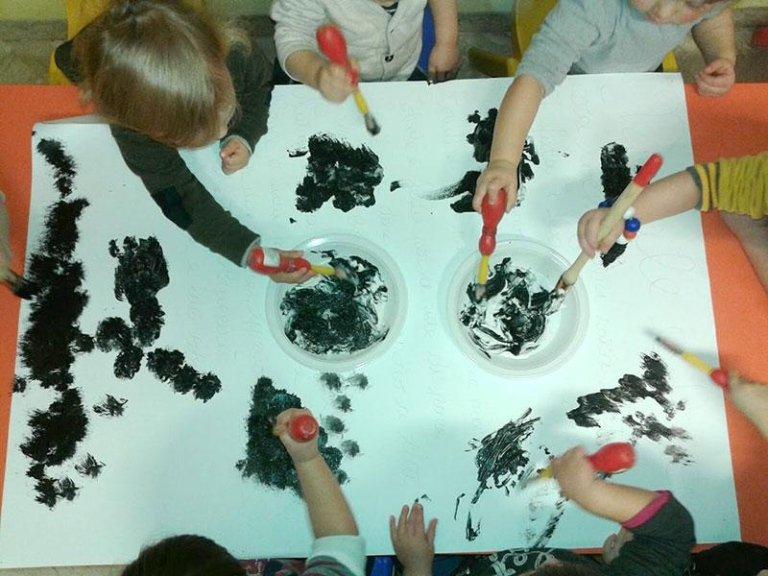 Dipinto con mani asilo nido