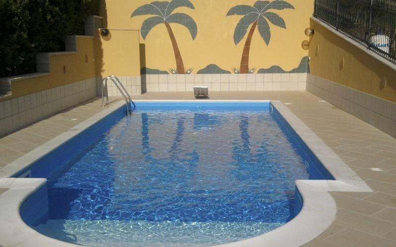 piscina con scale