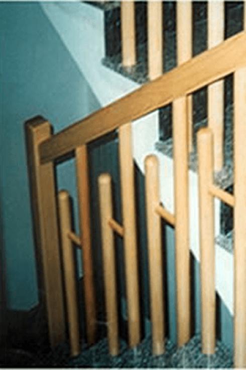 Colonne in legno per scale racale lecce progetto for Passatoie per scale legno
