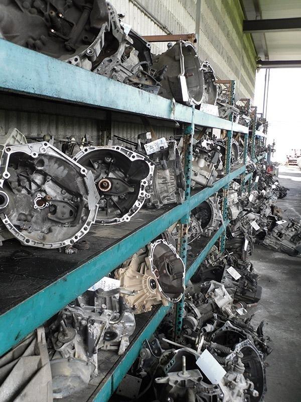 dei pezzi recuperati dalle macchine demolite