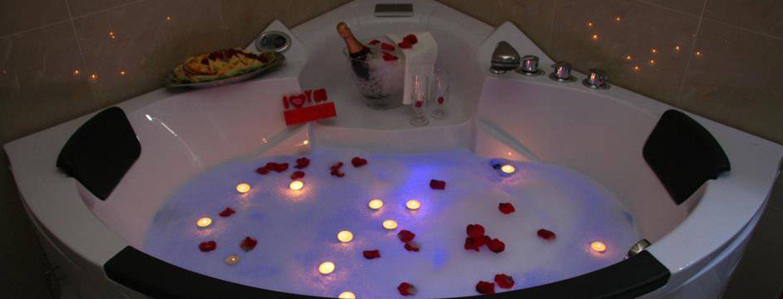 vasca idromassaggio con candele