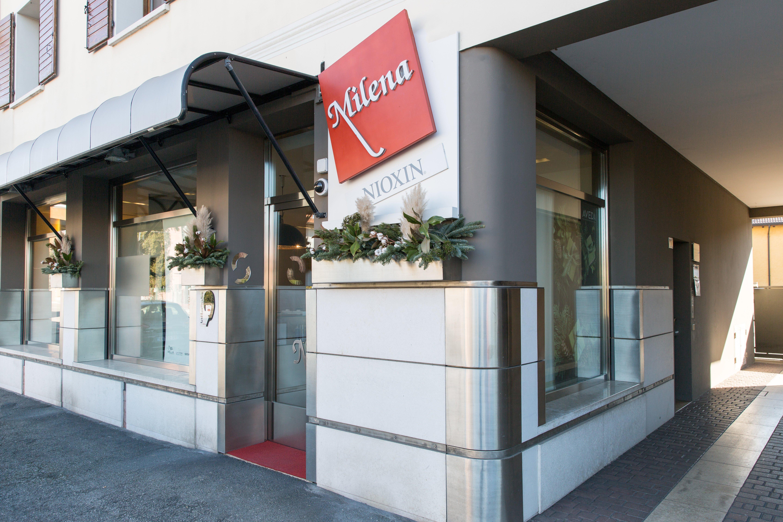 Insegna ed entrata esterna del Salone Milena Parrucchieri a Pordenone