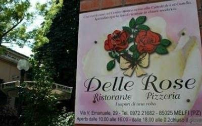 un'insegna con scritto ristorante delle rose