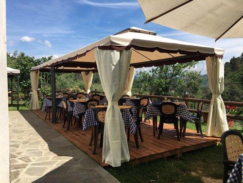 ristorante aperto con gazebo