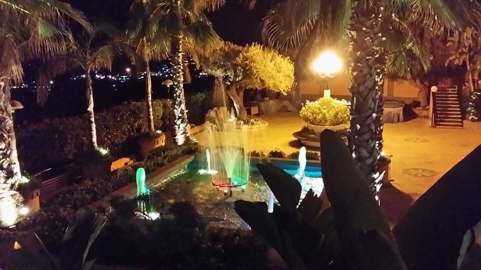 Fontana in azione di notte
