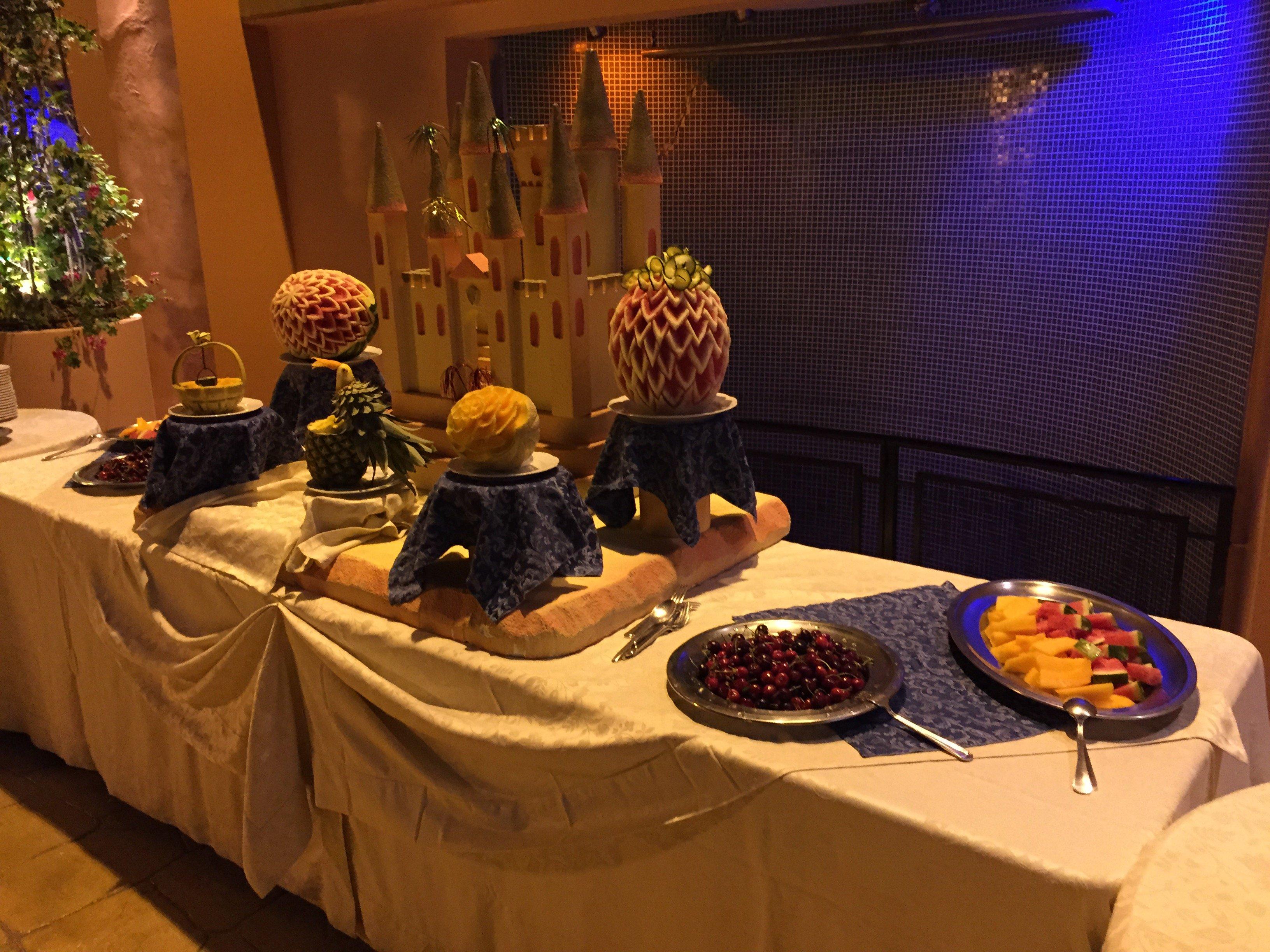 Tavolo da buffet con frutta