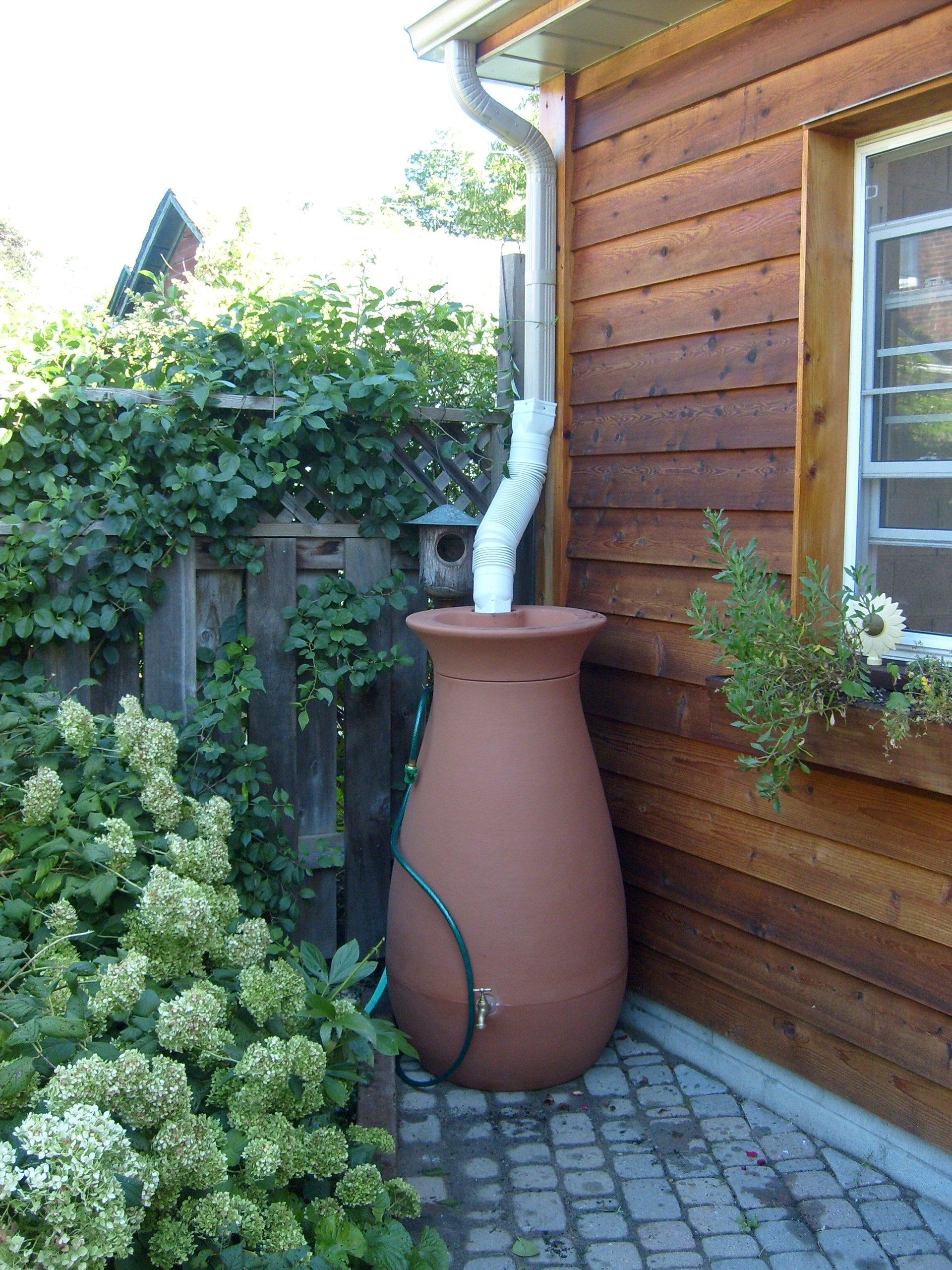 Garden water barrel