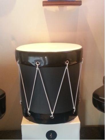 Sgabello a forma di tamburo
