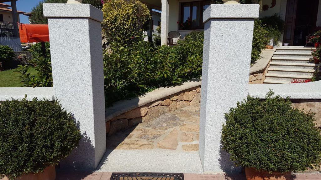 villa con colonne in granito