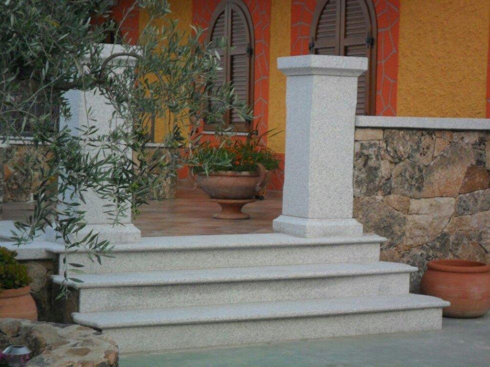 Colonna granito Olbia